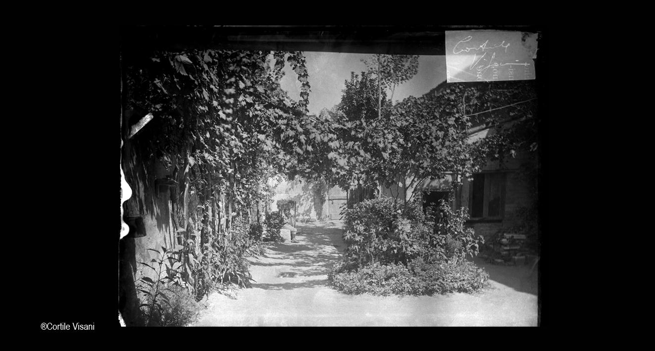 02-Cortile-Giulia-e-Veronica-Visani-1897-1913.jpg